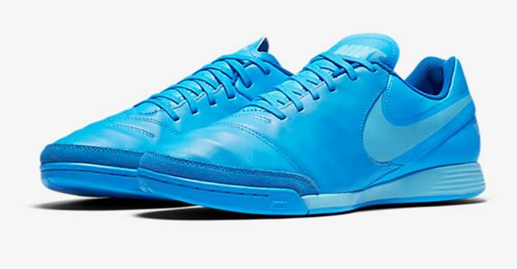 18 Sepatu Futsal Nike Paling Disukai Konsumen ~ diedit.com 3a67798fe991a