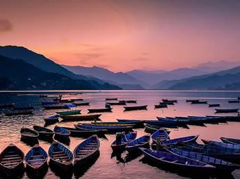pemandangan danau nepal
