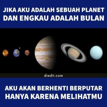 kata kata romantis unik: Jika aku adalah sebuah planet dan engkau adalah bulan, aku akan berhenti berputar hanya karena melihatmu.